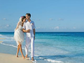 Bride & Groom at Dreams Sands Cancun Resort & Spa