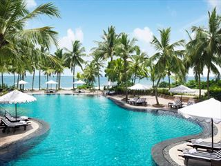 Vivanta Taj Bentota freeform pool