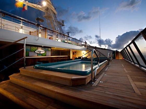 Serenity pool bar