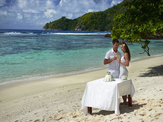 Beautiful & stunning beach wedding at DoubleTree by Hilton Seychelles Allamanda