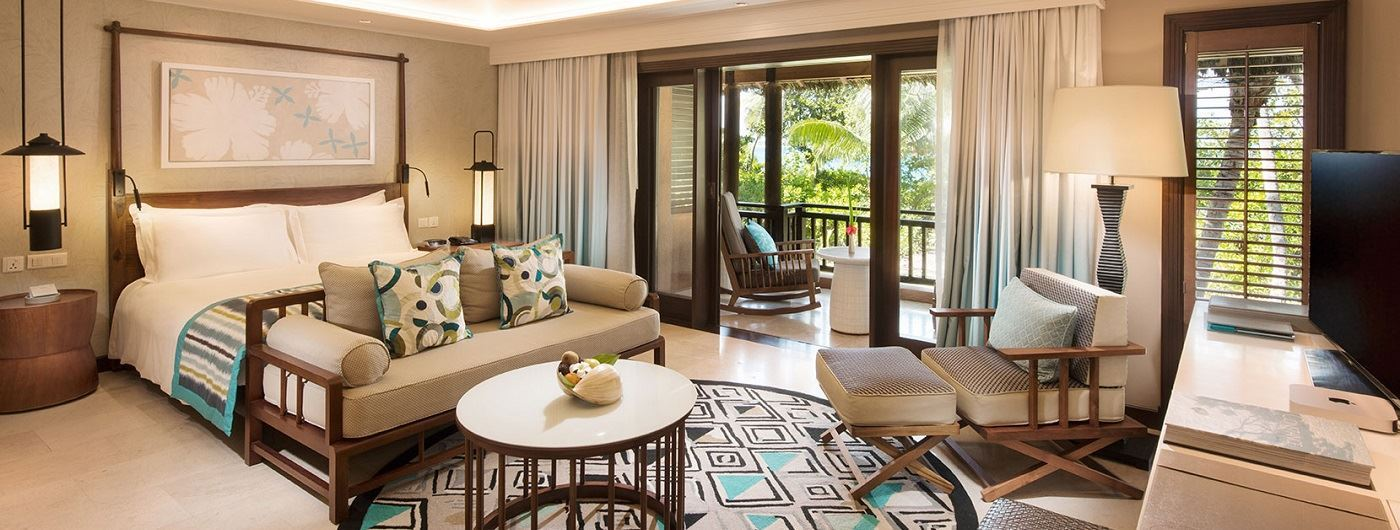 Constance Lemuria - Junior Suite living area