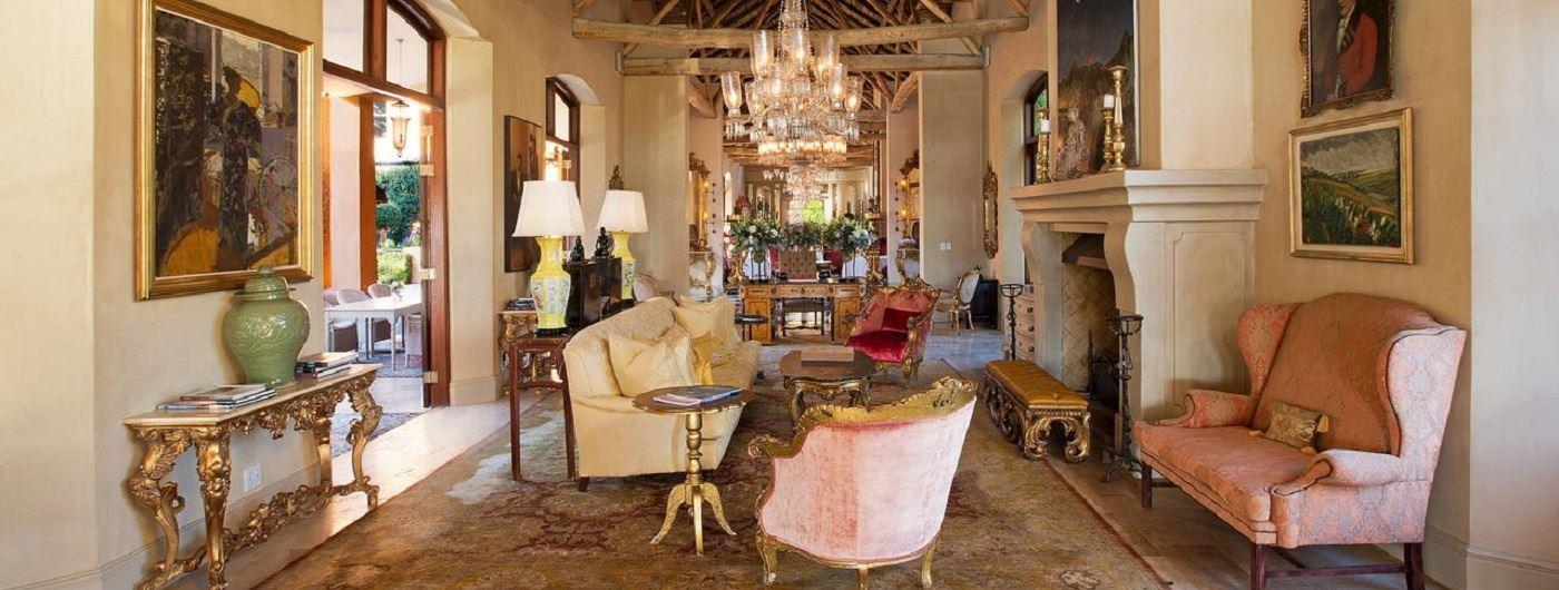 La Residence main lounge