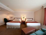 Double queen guestroom - Ottawa Holidays