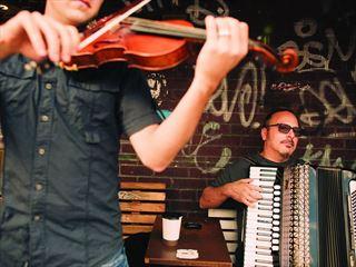 Street musicians in Toronto