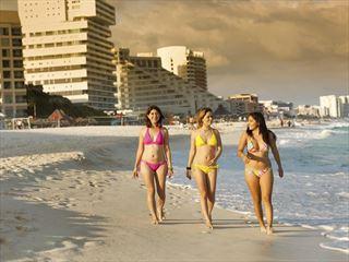 A beach stroll with friends in Cancun