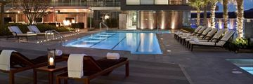 Fairmont Pacific Rim, Pool