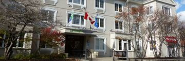 Holiday Inn Express & Suites Tremblant, Exterior