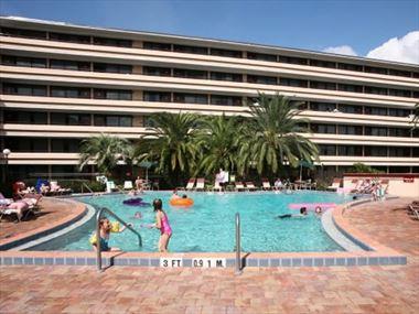 Pool at the Rosen Inn Pointe Orlando