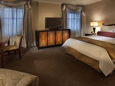 Benson Hotel Classic Queen Room