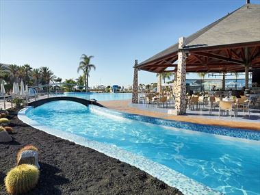 Pool and La Choza restaurant at H10 Playa Meloneras Palace