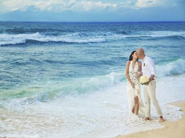 Hawaii wedding packages american sky discover your perfect wedding in hawaii junglespirit Choice Image