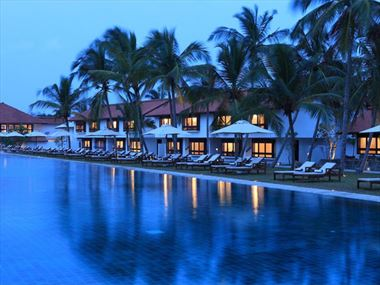 Swimming pool at Jetwing Lagoon Negombo