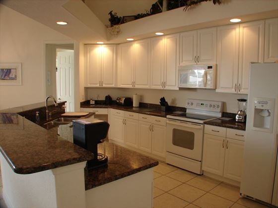 Example of a Cape Coral Area Home - Kitchen