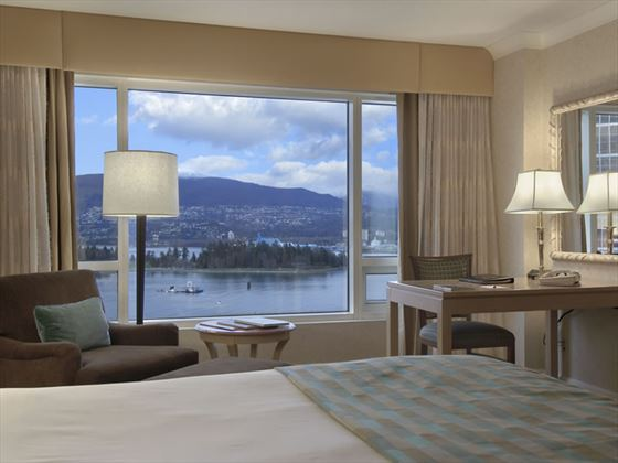 Deluxe Harbourview guestroom