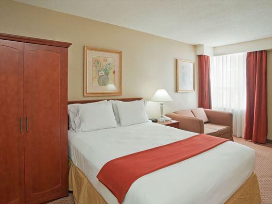 Queen guestroom