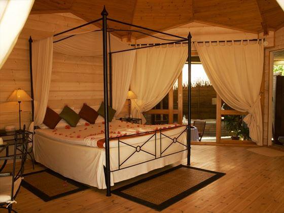 Kuredu Jacuzzi Beach Villa Bedroom