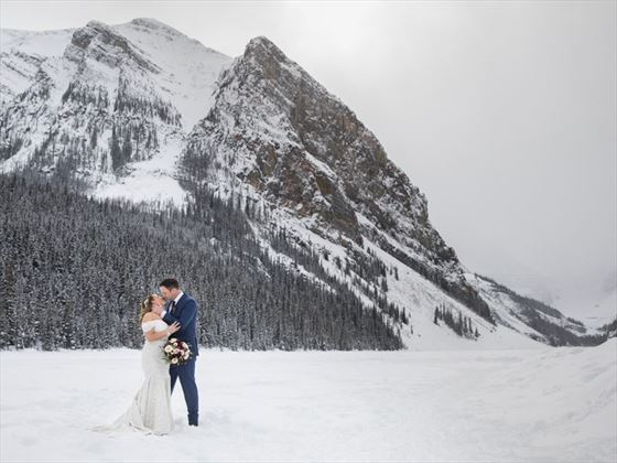Stunning winter scenes for your Canada elopement