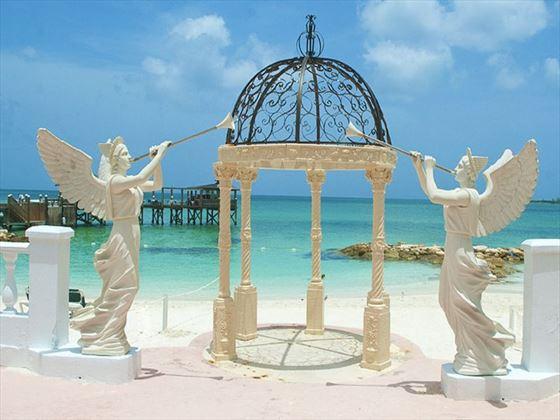 Angel statues surrounding the gazebo