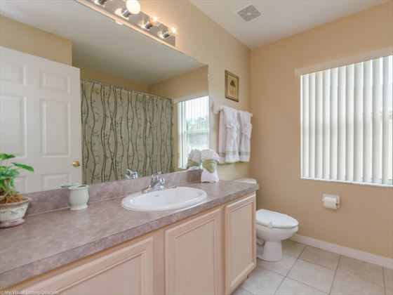 6 Calabay Parc bathroom