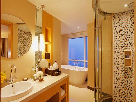 Centara Grand at CentralWorld Executive Suite bathroom