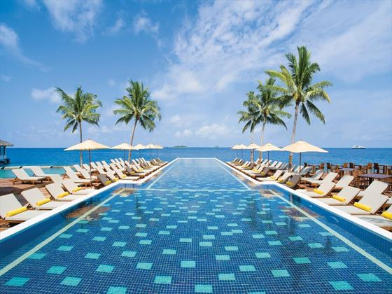 Centara Grand Island Resort & Spa infinity pool