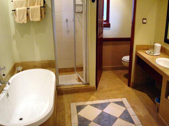 Chobe Safari Lodge bathroom