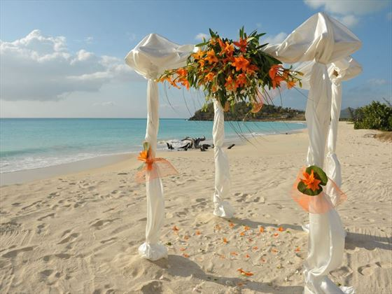 Stunning beach setting for your wedding at Cocobay