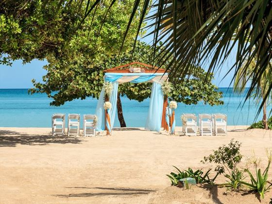 Simply gorgeous wedding setting at Couples Negril