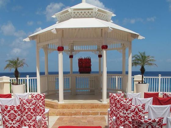 The weddin gazebo decorated in the Romantic Red Luxury wedding decor