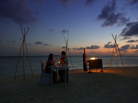 Beach dining at Vilu Reef Beach & Spa Resort
