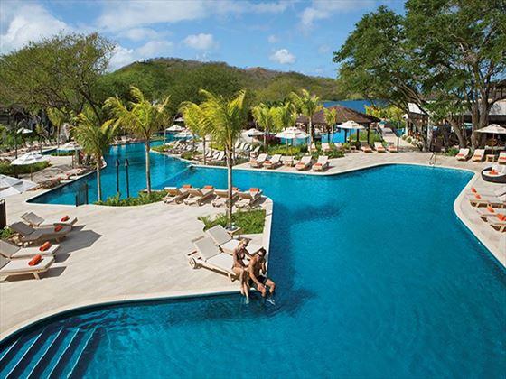 The pool at Dreams Las Mareas