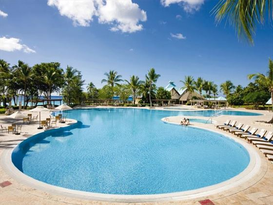 Dreams La Romana swimming pool