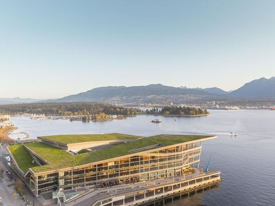 Fairmont Waterfront, exterior