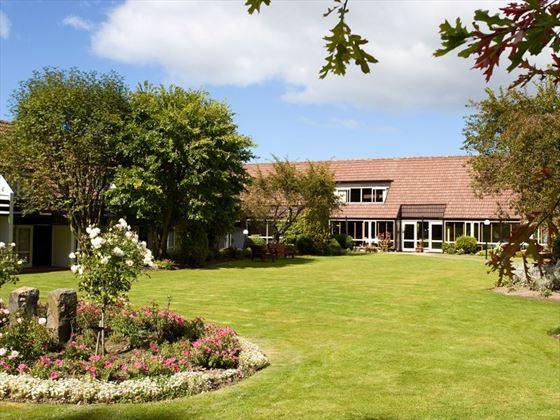 Heritage Dunedin Leisure Lodge gardens
