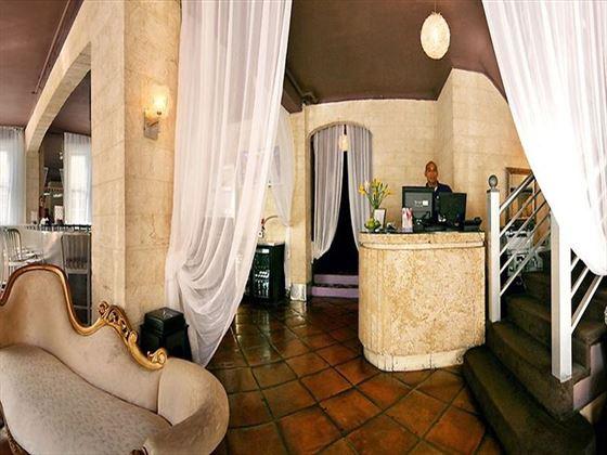 Hotel Shelley Lobby