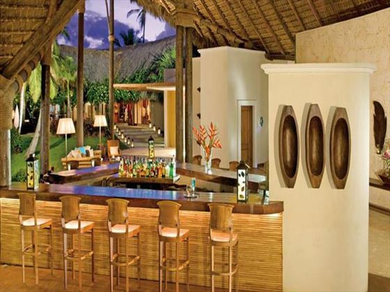 Canoa Bar at Zoetry Agua Resort & Spa