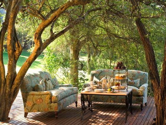 Outdoor seating at Ngala Lodge