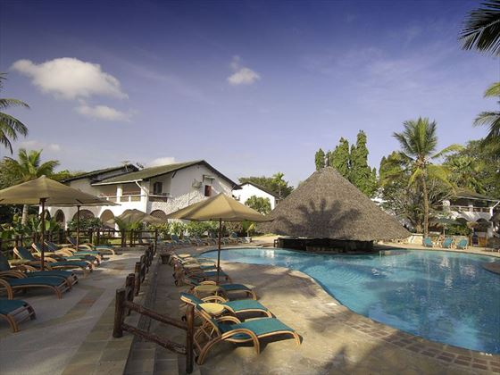 Pinewood Beach Resort & Spa, pool area
