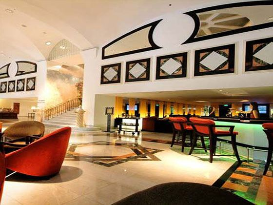 Rembrandt Hotel lobby