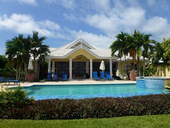 Villa Idleaway with private pool & jacuzzi