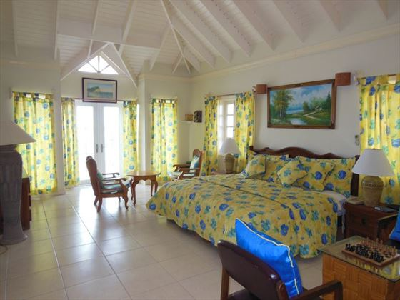 One of the double bedrooms in Villa Jammev