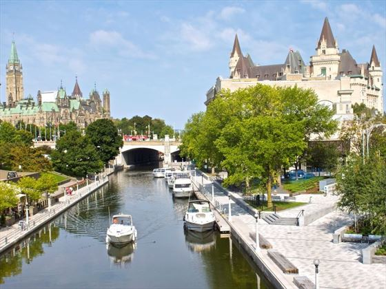 rideau canal with parliament hill fairmont chateau laurier background summer 1 credit ottawa tourism