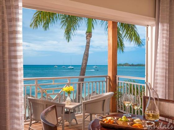 Sandals Negril Beach Resort & Spa, Paradise Honeymoon Beachfront Grande Luxe Club Level Room