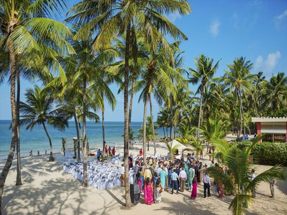 Wedding guests arriving at Sandies Tropical Village