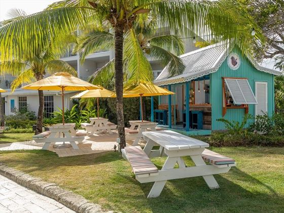 Sea Breeze Beach House, De Rum Shope Cafe
