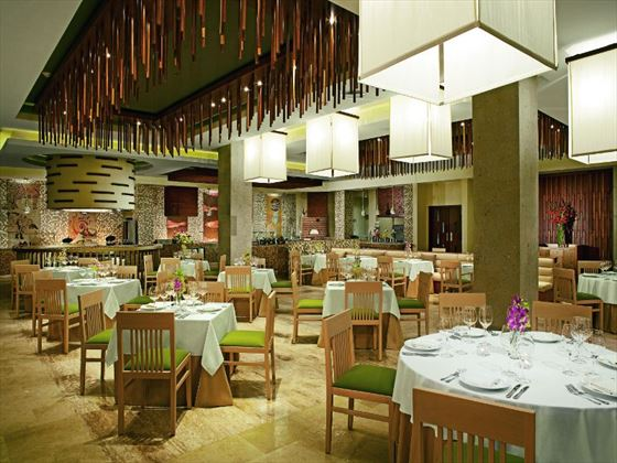 Secrets Playa Mujeres Golf & Spa Resort Market Cafe