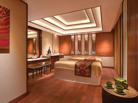 Shangri-La Hotel spa treatment room