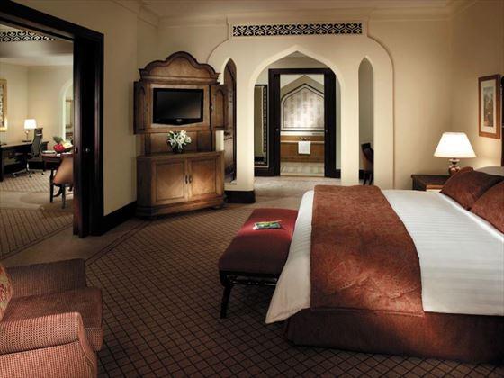 Shangri-La Qaryat al Beri Executive Suite