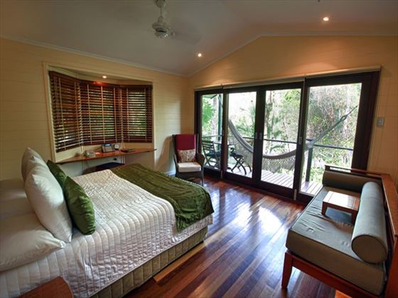 Silky Oaks Lodge treehouse