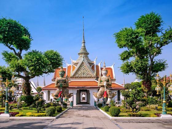 Sunny day at Wat Arun, Bangkok